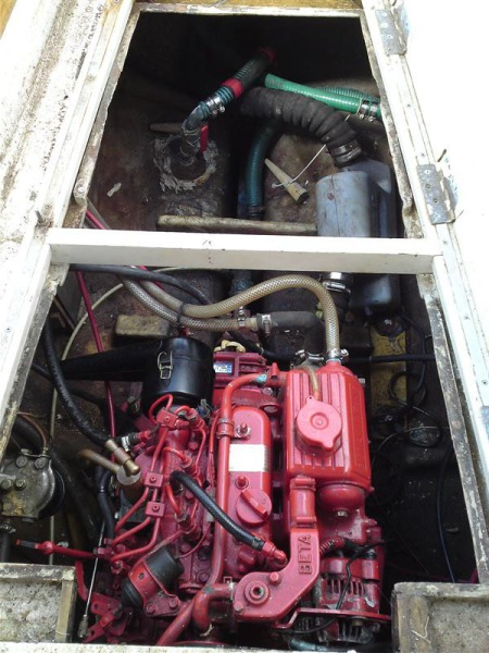 Macwester 26 engine bay